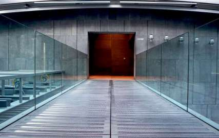 glass-walkway-commercial-glass